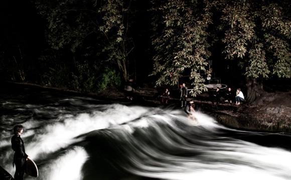 Eisbach bei Nacht